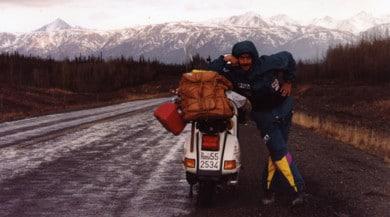 """Vespa e viaggi: 70 anni di """"strada"""""""