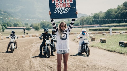 """Yamaha a Wheels and Waves con la """"Faster Sons Riot"""""""