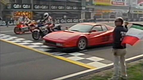 Amarcord: Agostini e Lawson sfidano una Ferrari