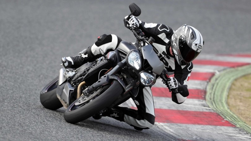 Triumph Street Triple RS: la media che vale come una maxi