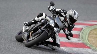 Triumph Street Triple RS: la media che vale come una maxi
