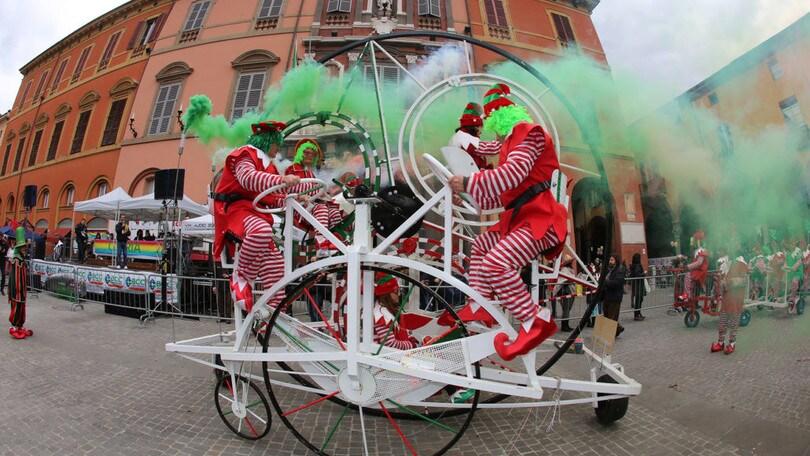 Fantaveicoli, antichi sapori e carri allegorici: così si festeggia il Carnevale nei borghi d'Italia