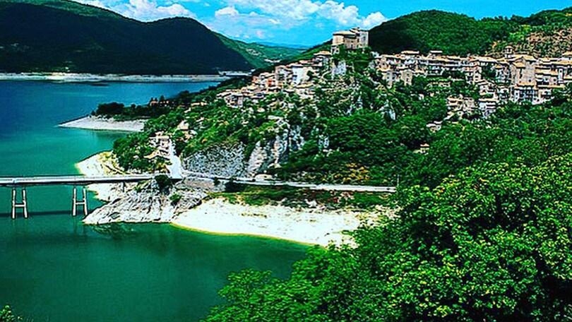Il fine settimana del gusto si celebra sul Lago del Turano e sulle spiagge del Friuli-Venezia Giulia