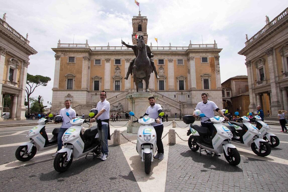 """Roma, arrivano a """"noleggio"""" 240 scooter elettrici"""