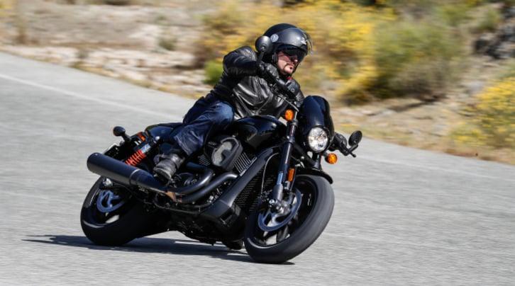 Harley-Davidson Street Rod: la prova