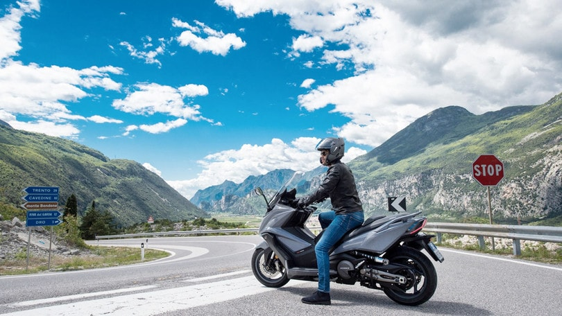 Kymco AK550, prezzo d'attacco per il maxi scooter
