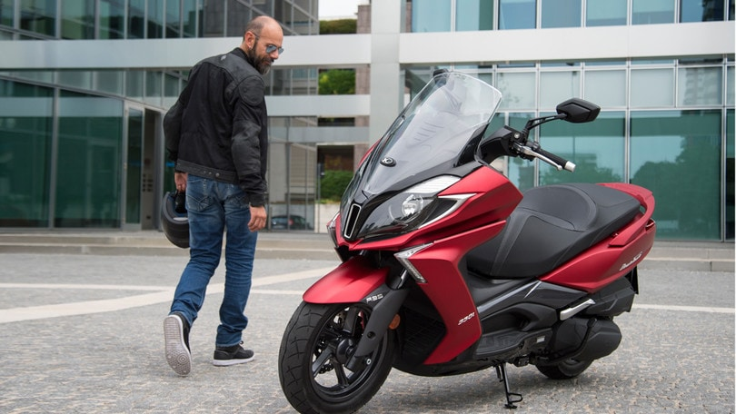 Nuova colorazione per Kymco X-Town 300i ABS e Downtown 350i ABS E4