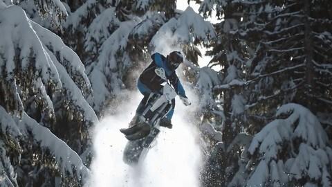 Quando hai voglia di andare in moto e fuori c'è la neve...