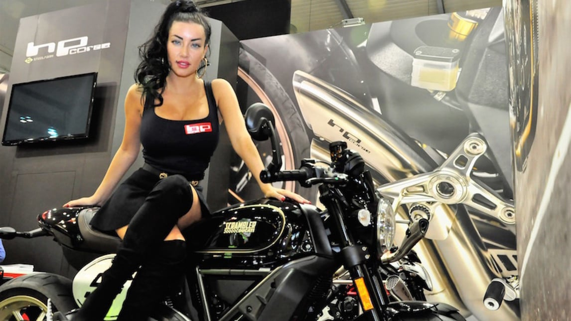 le ragazze pi belle eicma 2017 inmoto. Black Bedroom Furniture Sets. Home Design Ideas