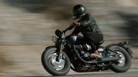 Triumph Bobber Black in azione - VIDEO