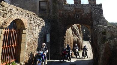 In moto sulle strade degli Etruschi