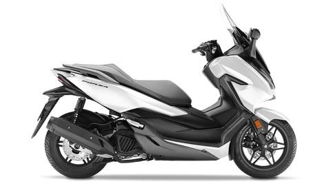 Honda Forza 125: foto