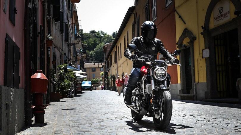 Prova Honda CB300R: primo contatto