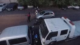 Vede i ladri all'opera e reagisce con durezza [VIDEO]