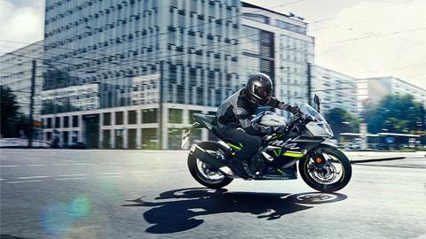 Kawasaki Ninja 125 e Z125 - LE FOTO