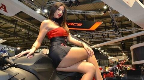 Le 70 sexy girls più belle di EICMA: MEGA-GALLERY