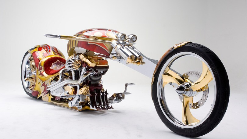 Nehmesis, la Road Star custom ricoperta d'oro