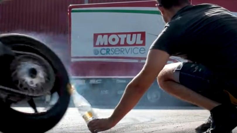 MV Agusta, 'Bottle Cap Challenge' a due ruote - VIDEO