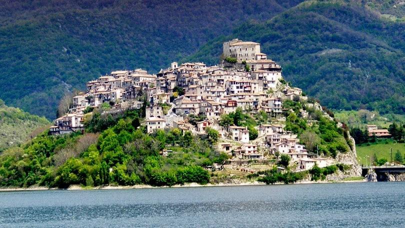 Nel fine settimana del gusto si viaggia tra Castel di Tora, Subiaco e Positano