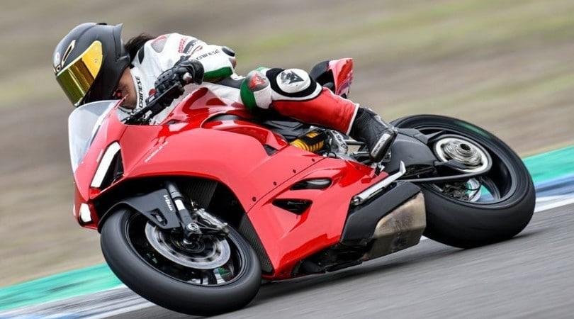Ducati Panigale V2: misure da maxi, facilità da media