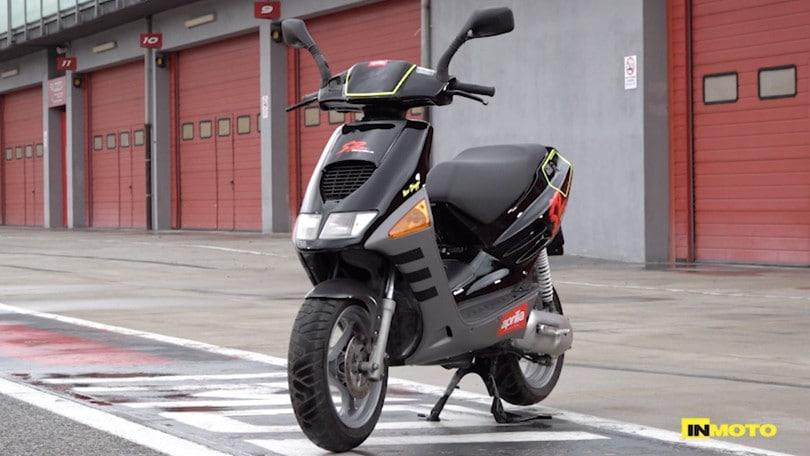Un giorno da leoni: a Imola con gli scooter 50 anni '90 VIDEO