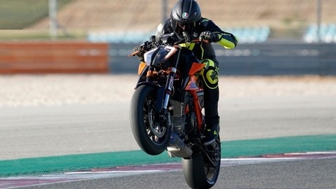 Video-Prova, KTM 1290 Super Duke R: forza bestiale