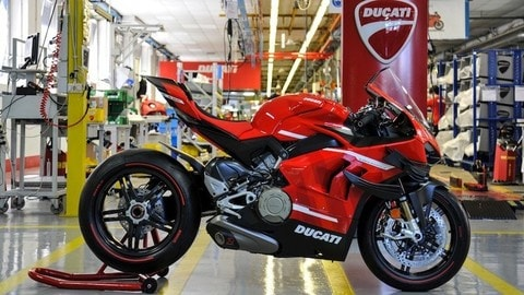 "Panigale Superleggera V4: ""vacanze romane"" per la super Ducati VIDEO"