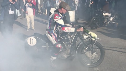 BMW R57 Kompressor: burn out con Troy Corser a Goodwood VIDEO