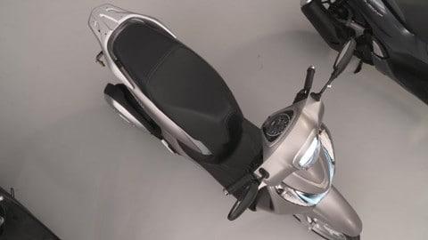 Video Honda SH Mode 125 2021: walking around