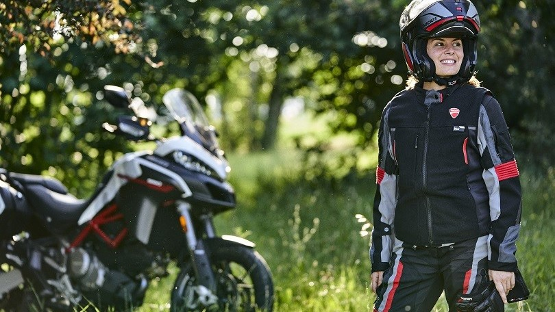 Ducati, più protezione con la Smart Jacket