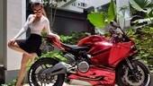 Molestie ad una giovane influencer motociclista: porta tutti in tribunale e vince