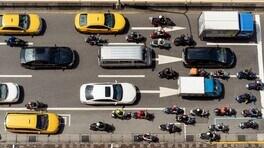 Lane splitting: perchè in alcuni paesi è illegale?