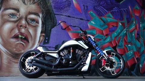 Harley-Davidson V-Rod LAPD 300 Razor by Bad Boy Customs FOTO