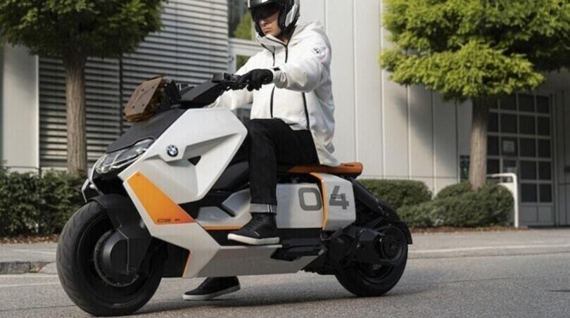 BMW: si avvicina il debutto dello scooter CE-04