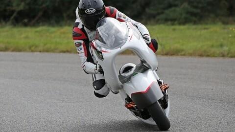 White Motorcycle Concepts: la WMC250EV FOTO