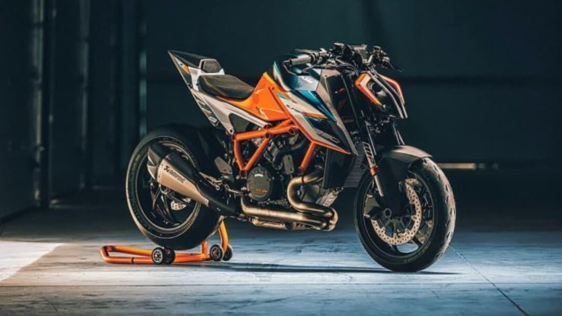 KTM 1290 Super Duke R, arriva la versione EVO con sospensioni elettroniche
