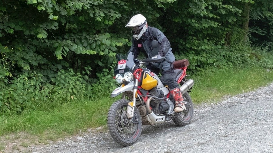 Moto Guzzi V85 TT si mette in mostra all'Alps Tourist Trophy