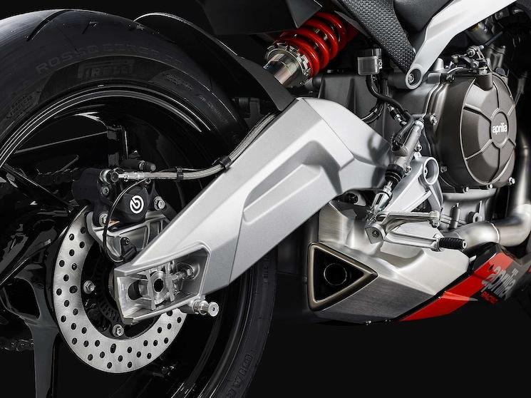 100 CV per 200 kg, è la regola aurea del motociclismo?
