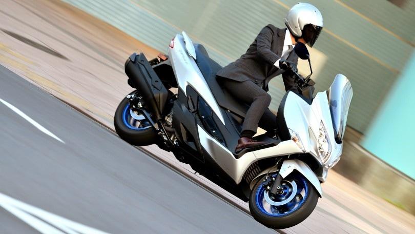 Suzuki Burgman 400, ufficiale l'ingresso in listino del nuovo maxi scooter