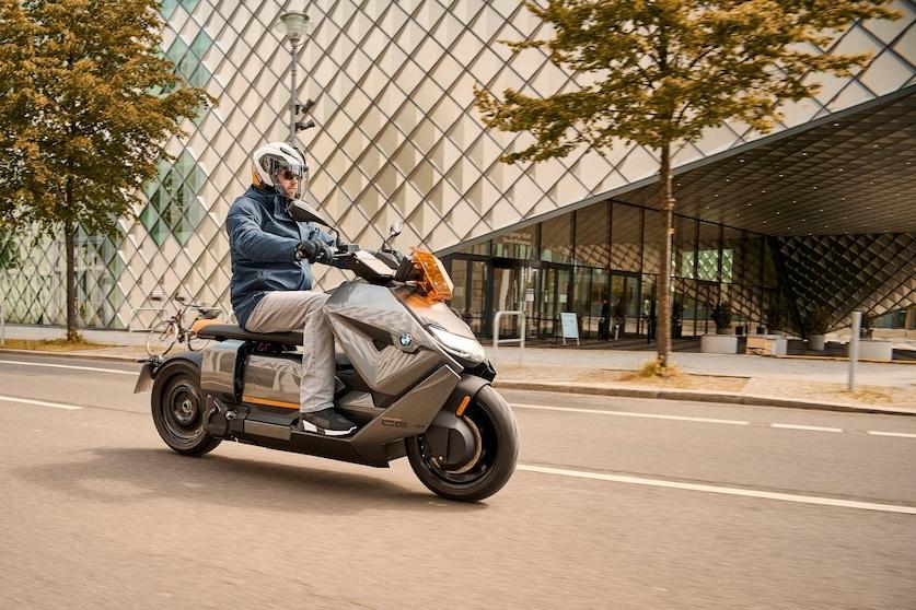 BMW CE 04: svelata la versione definitiva
