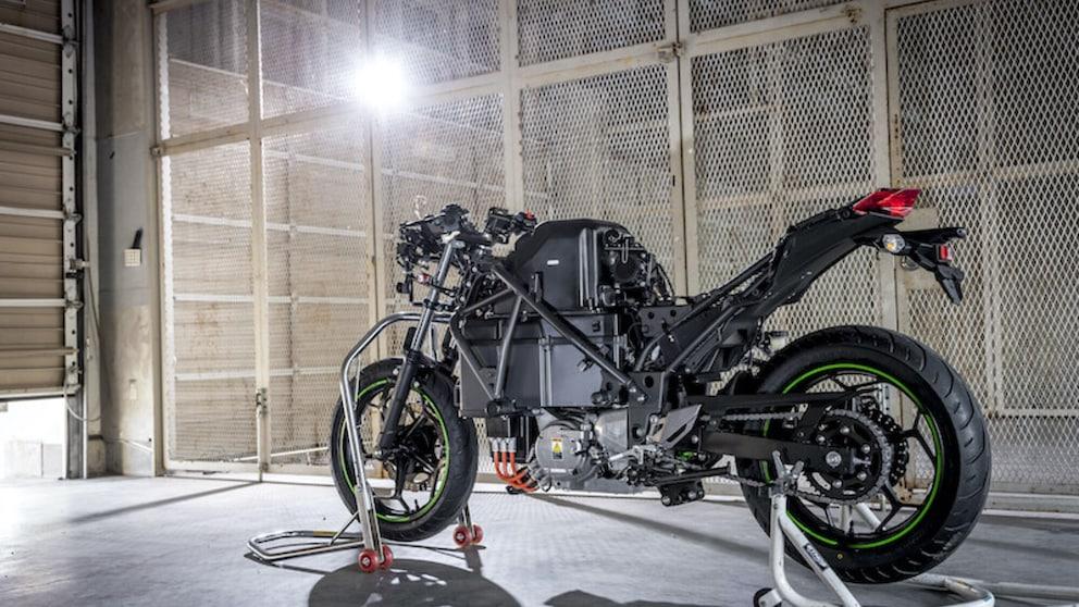 Kawasaki: dieci moto elettriche o ibride entro il 2025 e un 4 cilindri ad idrogeno